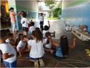 PIBID Foto de alunos com atividade matemática.jpg